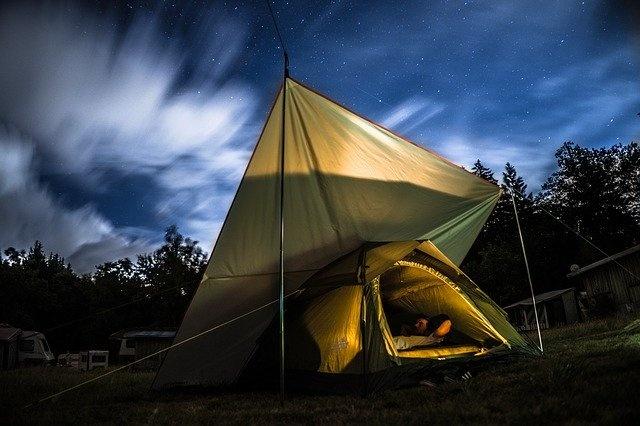 oprema za kampiranje šotor